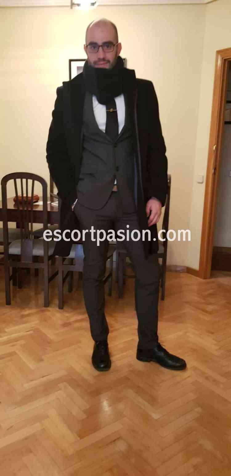 Hola chicas muy buenas mi nombre es Rubén tengo 24 años, me considero: una persona amable ,deportist