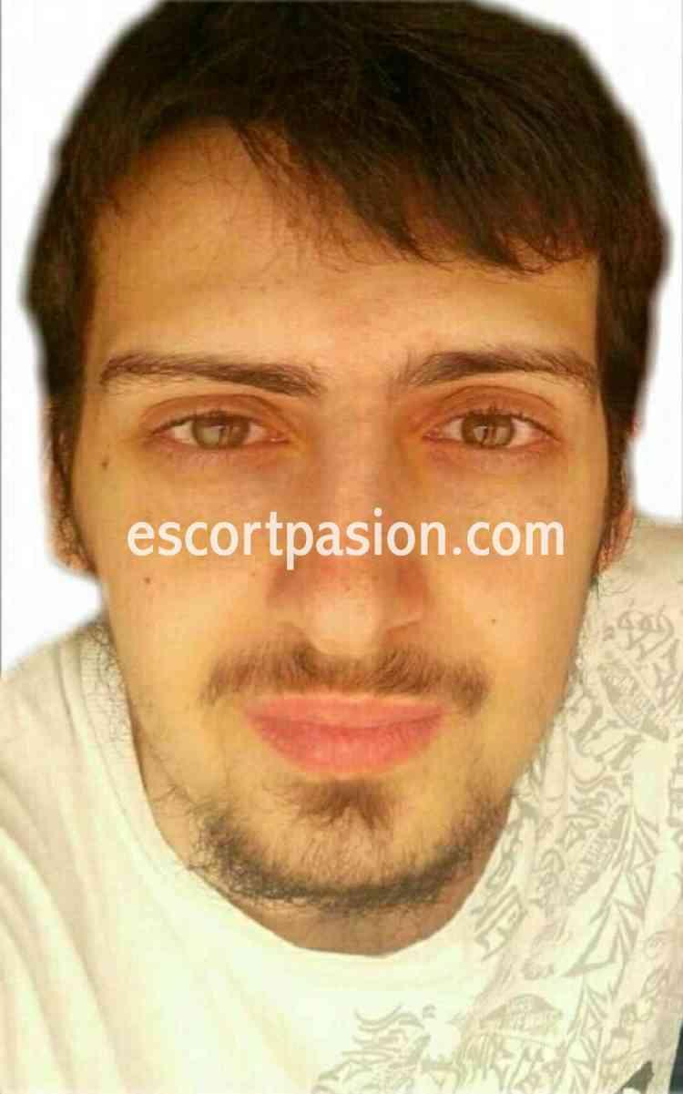 hombre escort en salamanca con barbita