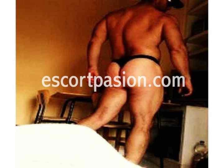 masajista erotico masculino en Madrid con tanga negro