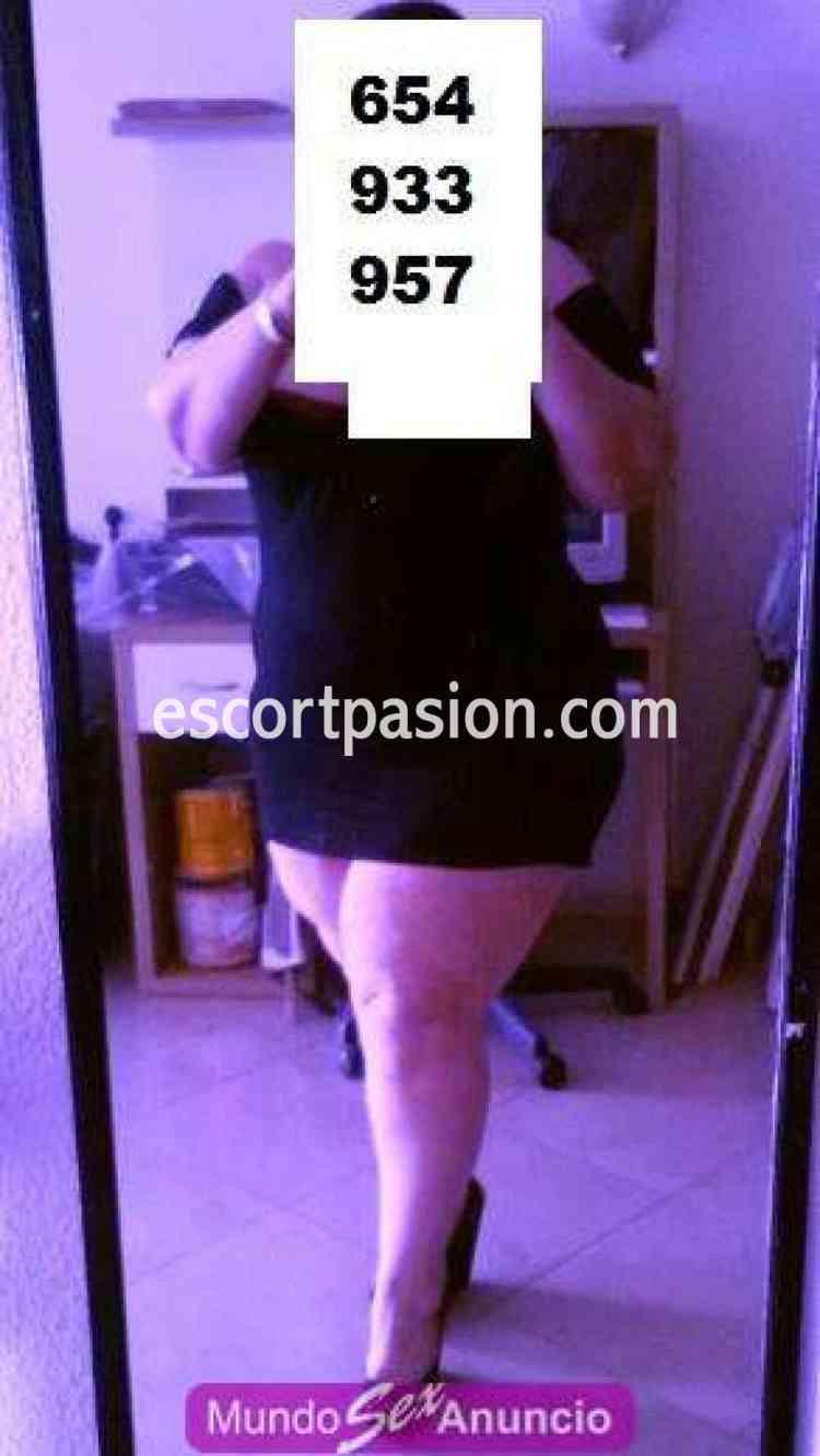 Putas gordas en Granada con vestido negro corto guarro