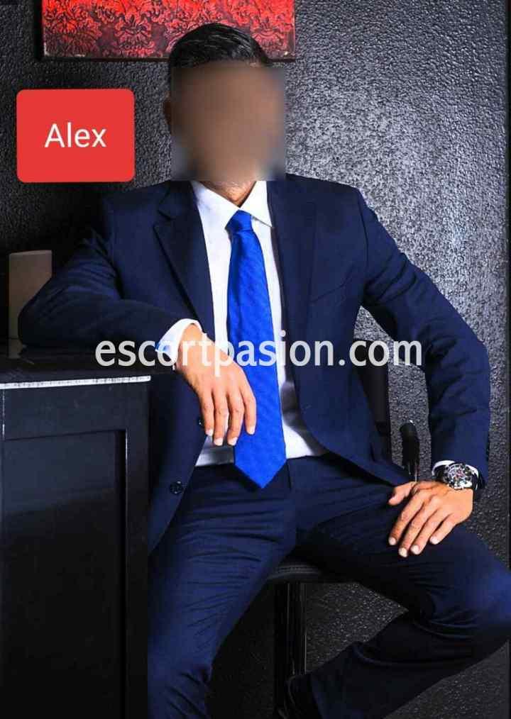 escort hombre en traje elegante puede acompañarte a una cena o evento