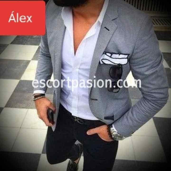 hombre escort muy elegante para acompañarte a unn evento o fiesta