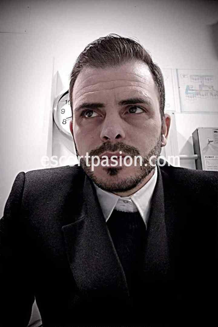 Alex coco - Escort hombre con estilo rumano