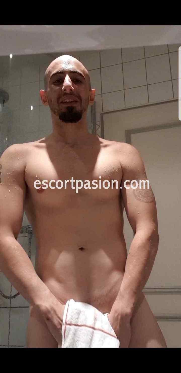 escort gay en Barcelona muy fibrado para sumisos