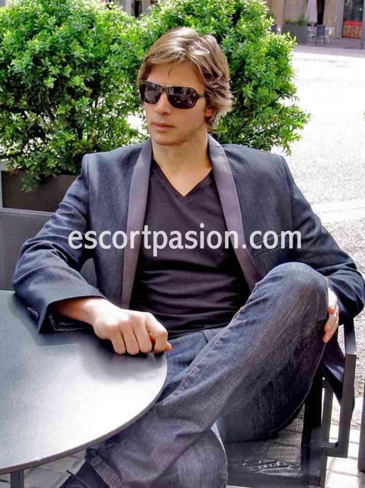 Gigolos Argentinos educados y elegantes dispuesto a acompañarte a donde se lo pidas