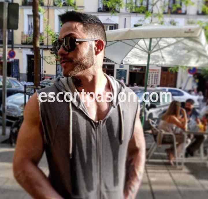 gigolo moreno, español guapo de buen cuerpo