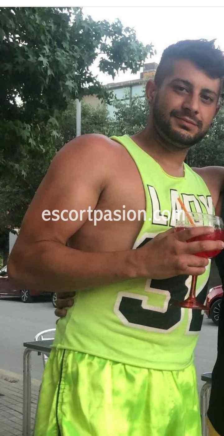 escort hombre de cuerpo musculoso te hará el mejor sexo oral de tu vida