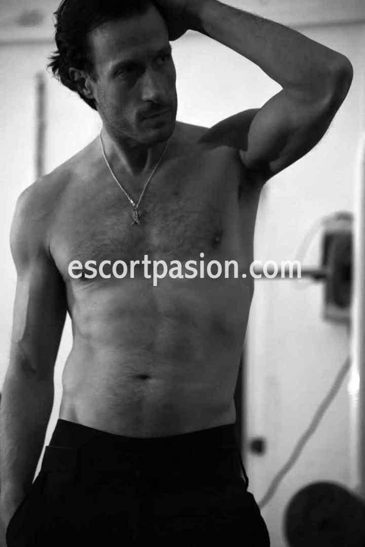 escort hombre de cuerpo bien formado y cuidado pueden follarte salvajemente o suave si te gusta