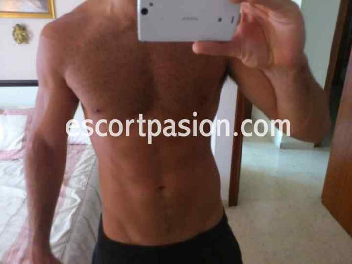 gays guapo de cuerpo atletico es discreto y sumiso
