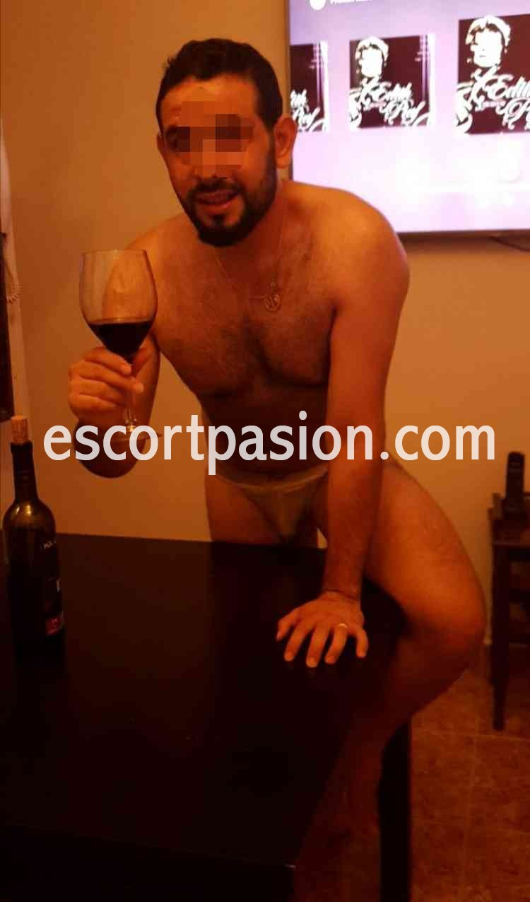 escort hombre dotado experimentado en el sexo te dará buenos momentos