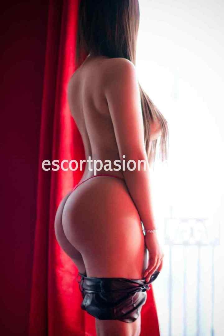 escirt latina muy activa en el sexo le encanta el sexo duro y que la follen por el coño y el culo
