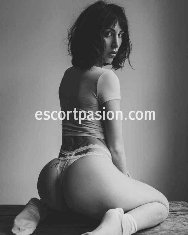 escort en Barcelona le encanta usas disfraces y hacerte un masaje con el final que tu le pidas