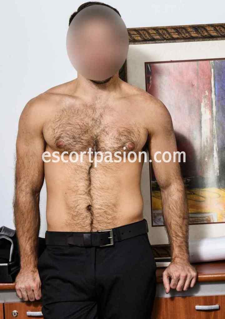 escort hombre realiza masajes con final feliz