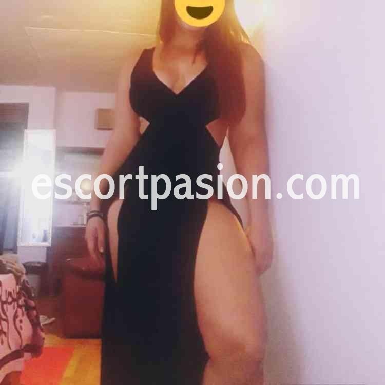 puta en vestido negro es muy complaciente y te hace francés hasta final