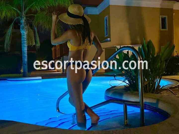 escort jovencita y muy guapa puede acompañarte a viajes, eventos y fiestas